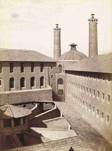 """""""Prison de la Santé"""". Photographie de Charles Marville, vers 1870. Bibliothèque historique de la Ville de Paris. Dimensions : 27 x 36 cm"""