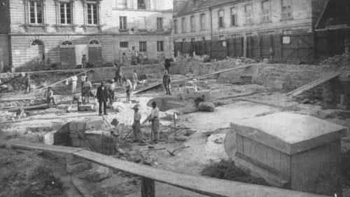 Photographie extraite de : CHEVALIER Mgr C., Les fouilles de Saint-Martin de Tours : recherches sur les six basiliques successives élevées autour du tombeau de saint Martin, Tours, Péricat, 1888.